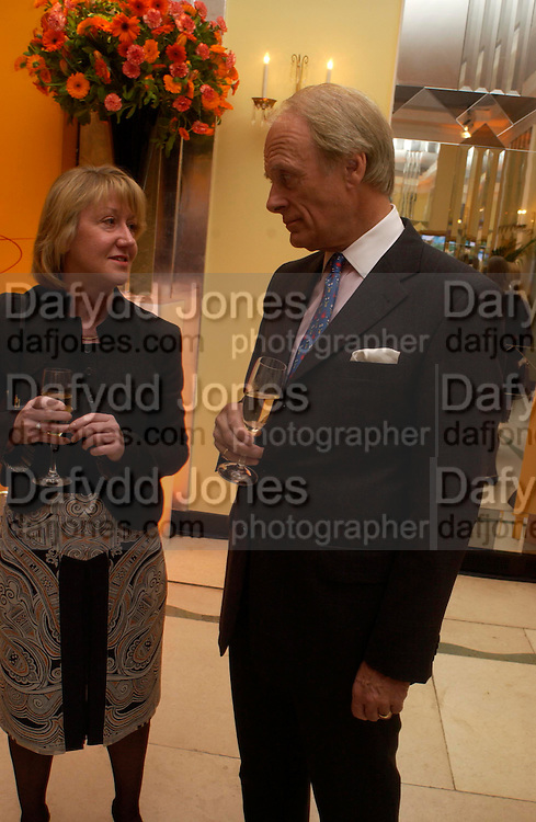 Shirley Spencer and Andrew Garner. Veuve Cliguot Business Woman of The Year award. Claridge's,  London W1. 28  April 2005. ONE TIME USE ONLY - DO NOT ARCHIVE  © Copyright Photograph by Dafydd Jones 66 Stockwell Park Rd. London SW9 0DA Tel 020 7733 0108 www.dafjones.com