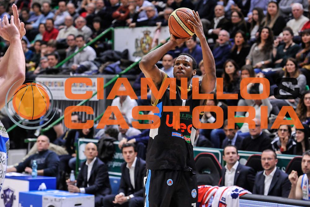 DESCRIZIONE : Campionato 2014/15 Serie A Beko Dinamo Banco di Sardegna Sassari - Upea Capo D'Orlando<br /> GIOCATORE : Dominique Archie<br /> CATEGORIA : Tiro Tre Punti Three Point<br /> SQUADRA : Upea Capo D'Orlando<br /> EVENTO : LegaBasket Serie A Beko 2014/2015<br /> GARA : Dinamo Banco di Sardegna Sassari - Upea Capo D'Orlando<br /> DATA : 22/03/2015<br /> SPORT : Pallacanestro <br /> AUTORE : Agenzia Ciamillo-Castoria/L.Canu<br /> Galleria : LegaBasket Serie A Beko 2014/2015