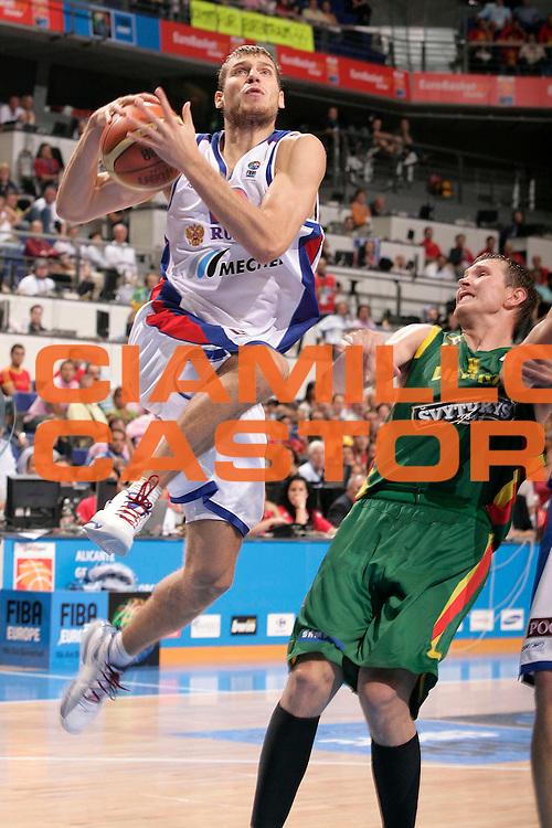 DESCRIZIONE : Madrid Spagna Spain Eurobasket Men 2007 Semi Finals Semifinali Russia Lituania Russia Lithuania <br /> GIOCATORE : Victor Khryapa<br /> SQUADRA : Russia Russia<br /> EVENTO : Eurobasket Men 2007 Campionati Europei Uomini 2007 <br /> GARA : Russia Lituania Russia Lithuania<br /> DATA : 15/09/2007 <br /> CATEGORIA : Tiro<br /> SPORT : Pallacanestro <br /> AUTORE : Ciamillo&amp;Castoria/S.Silvestri<br /> Galleria : Eurobasket Men 2007 <br /> Fotonotizia : Madrid Spagna Spain Eurobasket Men 2007 Semi Finals Semifinali Russia Lituania Russia Lithuania <br /> Predefinita :