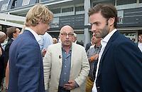 LOOSDRECHT - Lancering Sport Helpt, een initiatief van hockeyers Rogier Hofman en Tim Jenniskens, met Maurits Hendriks.  FOTO KOEN SUYK