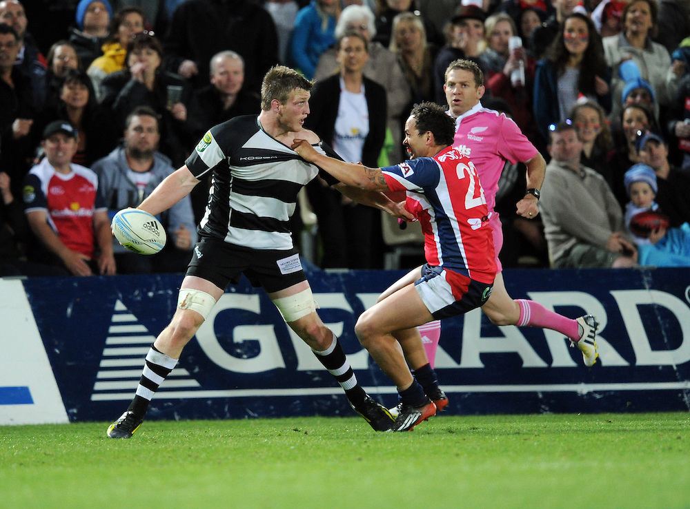 Hawkes Bays' Bredon O'Connor is held by Tasmans' Robbie Maineek in the ITM Cup Championship Final at Trafalgar Park, Nelson, New Zealand, Friday, October 25, 2013. Credit:SNPA / Ross Setford