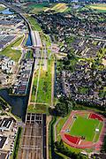 Nederland, Zuid-Holland, Barendrecht, 15-07-2012; Overkapping Barendrecht, constructie gebouwd over 9 spoorlijnen, waaronder HSL en Betuweroute, om geluidsoverlast tegen te gaan. Het station maakt deel uit van de overkapping, verder zijn er op het dak een parkeerterrein en vlinderpark aangelegd. .Links bedrijventerrein Dierenstein, rechts sportpark De Bongerd.The railway station is part of the covering-over of the HST in Barendrecht (SW Netherlands) . Roof landscape has a parking lot and a butterfly garden..luchtfoto (toeslag), aerial photo (additional fee required).foto/photo Siebe Swart