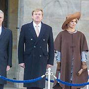 NLD/Amsterdam/20161128 - Belgisch Koningspaar start staatsbezoek aan Nederland, Koning Willem Alexander en Koning Filip met Koningin Maxima