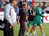 Fotball, Eliteserie, 25 juli 2004, Alfheim Stadion i Tromsø, TROMSØ IL - HAM KAM 0-3, TIL-trener Per Mathias Høgmo og Solbakken etter kampen<br /> FOTO: KAJA BAARDSEN/DIGITALSPORT