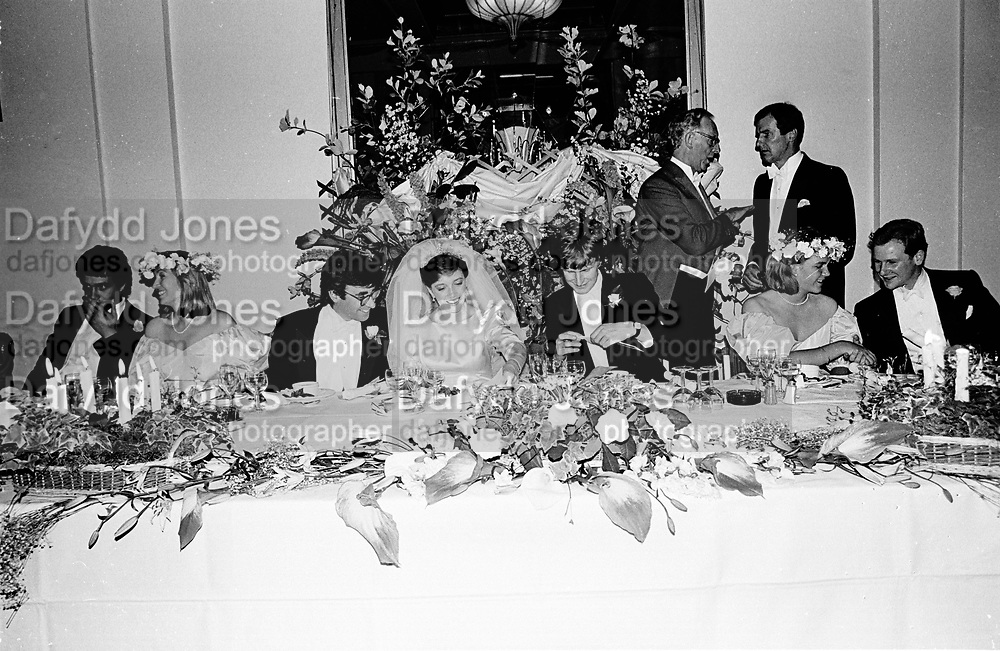 Wedding of Pru Murdoch and Crispin Odey. Park Lane hotel. London. 24 May 1985. SUPPLIED FOR ONE-TIME USE ONLY> DO NOT ARCHIVE. © Copyright Photograph by Dafydd Jones 248 Clapham Rd.  London SW90PZ Tel 020 7820 0771 www.dafjones.com