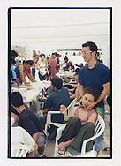 Proteste contro il summit del G8, Genova luglio 2001. 19 Luglio. Coppia all'info point dello stadio Carlini.