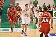 DESCRIZIONE : Siena Lega A 2013-14 Montepaschi Siena vs EA7 Emporio Armani Milano playoff Finale gara 3<br /> GIOCATORE : Spencer Nelson<br /> CATEGORIA : Palleggio Contropiede Sequenza<br /> SQUADRA : Montepaschi Siena<br /> EVENTO : Finale gara 3 playoff<br /> GARA : Montepaschi Siena vs EA7 Emporio Armani Milano playoff Finale gara 3<br /> DATA : 19/06/2014<br /> SPORT : Pallacanestro <br /> AUTORE : Agenzia Ciamillo-Castoria/GiulioCiamillo<br /> Galleria : Lega Basket A 2013-2014  <br /> Fotonotizia : Siena Lega A 2013-14 Montepaschi Siena vs EA7 Emporio Armani Milano playoff Finale gara 3<br /> Predefinita :