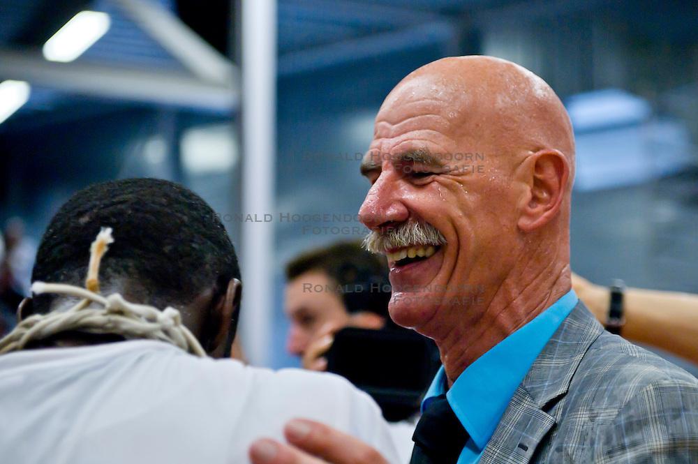 29-05-2011 BASKETBAL: PLAYOFF FINALE ZZ LEIDEN - GASTERRA FLAMES GRONINGEN: LEIDEN<br /> Coach Toon van Helfteren<br /> &copy;2011-WWW.FOTOHOOGENDOORN.NL / Peter Schalk