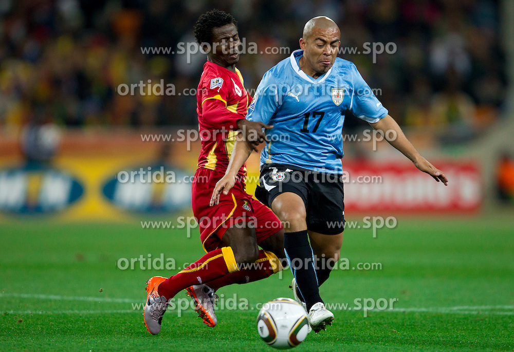 Anthony Annan of Ghana vs Egidio Arevalo of Uruguay during to the 2010 FIFA World Cup South Africa Quarter Finals football match between Uruguay and Ghana on July 02, 2010 at Soccer City Stadium in Sowetto, suburb of Johannesburg. (Photo by Vid Ponikvar / Sportida)