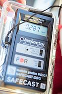 Geigermätare från Safecast monterad bak på bilen i Fukushima City, Japan