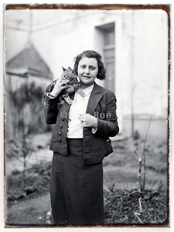woman posing with cat late 1920s
