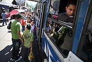 Parada de carritos de la Yaguara hacia el Junquito. 31-08-2008 (ivan gonzalez)