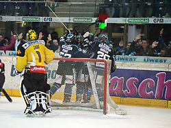 22.03.2015, Keine Sorgen Eisarena, Linz, AUT, EBEL, AUT, EBEL, EHC Black Wings Linz vs UPC Vienna Capitals, 62. Runde, Halbfinale, 1. Spiel, im Bild Linz feiert (EHC Liwest Black Wings Linz) // during the Erste Bank Icehockey League 62rd round 1st semifinal match between EHC Black Wings Linz and UPC Vienna Capitals at the Keine Sorgen Eisarena in Linz, Austria on 2015/03/22. EXPA Pictures © 2015, PhotoCredit: EXPA/ Reinhard Eisenbauer