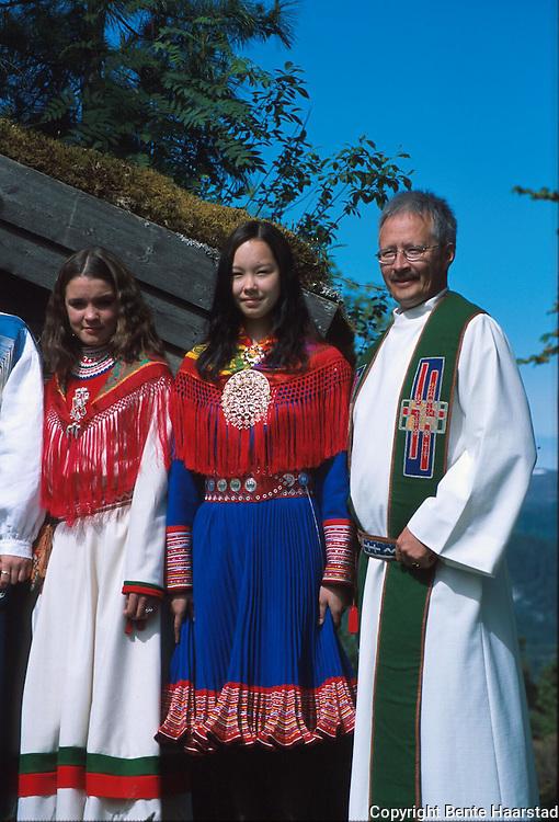 Det sørsamiske området strekker seg fra Saltfjellet i nord til Elgå i Hedmark i sør. Omfatter noen få tusen på norsk og svensk sida av grensa. The sourth sami people consists of only a few thousand people.