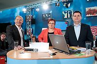 """02 JUN 2010, BERLIN/GERMANY:<br /> Olaf Scholz (L), SPD, Stellv. Fraktionsvorsitzender, Elke Ferner (M), SPD, stellv. Fraktionsvorsitzende und Bundesvorsitzende der Arbeitsgemeinschaft Sozialdemokratischer Frauen, und Hubertus Heil, (R), SPD, Stellv. Fraktionsvorsitzender, SPD Zukunftswerkstatt """"Gut und sicher leben - Onlinekonferenz"""", Willy-Brandt-Haus<br /> IMAGE: 20100602-01-047"""