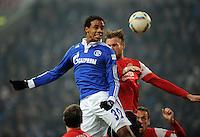 FUSSBALL   1. BUNDESLIGA   SAISON 2011/2012   20. SPIELTAG FC Schalke 04 - FSV Mainz 05                                  04.02.2012 Joel Matip (li, FC Schalke 04) gegen Eugen Polanski (re, Mainz)