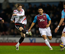 LONDON, ENGLAND - Wednesday, January 30, 2008: Liverpool's Fernando Torres shoots against West Ham United during the Premiership match at Upton Park. (Photo by David Rawcliffe/Propaganda)