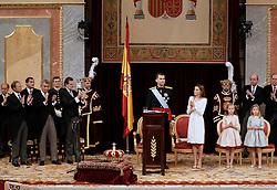 19.06.2014, Congreso de los Diputados, Madrid, ESP, Inthronisierung, König Felipe VI, im spanischen Abgeordnetenhaus, im Bild King Felipe VI of Spain and Queen Letizia of Spain at Congreso de los Diputados with their children Princess Leonor and enfant Sofía // during the Enthronement ceremonies of King Felipe VI at the Congreso de los Diputados in Madrid, Spain on 2014/06/19. EXPA Pictures © 2014, PhotoCredit: EXPA/ Alterphotos/ EFE/Pool<br /> <br /> *****ATTENTION - OUT of ESP, SUI*****