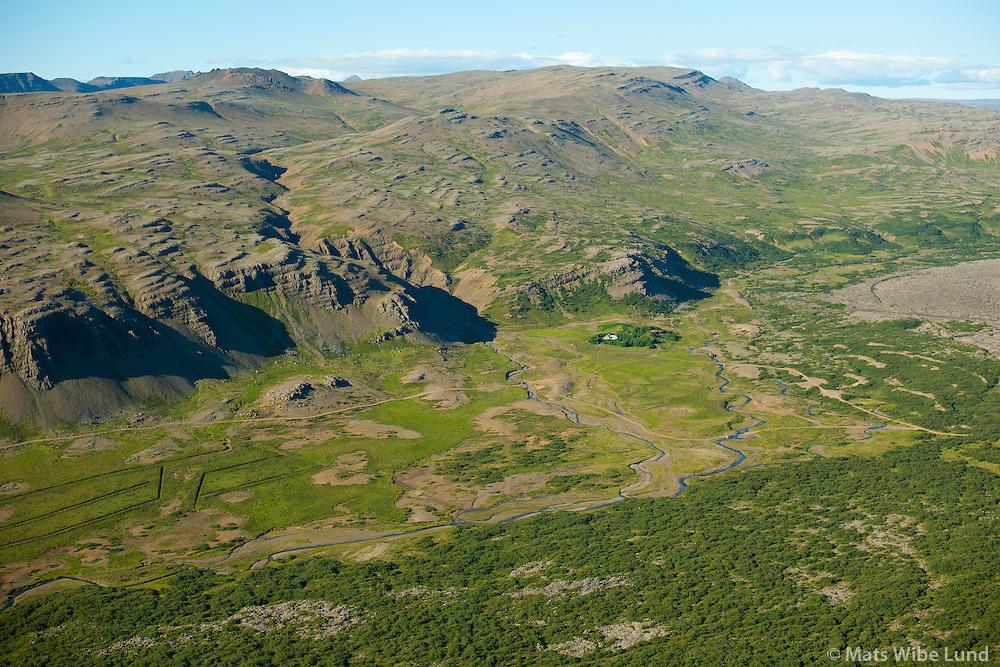 Eyðijörð: Ytri-Hraundalur séð til norðurs, Borgarbyggð áður Hraunhreppur /  Deserted farmsite: Ytri-Hraundalur viewing north, Borgarbyggd former Hraunhreppur