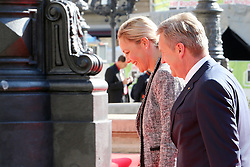 03.10.2015, Frankfurt am Main, GER, Tag der Deutschen Einheit, im Bild Bundespräsident aD Christian Wulff mit seiner Frau Bettina auf den Weg zum Festakt in die Alte Oper Frankfurt // during the celebrations of the 25 th anniversary of German Unity Day in Frankfurt am Main, Germany on 2015/10/03. EXPA Pictures © 2015, PhotoCredit: EXPA/ Eibner-Pressefoto/ Roskaritz<br /> <br /> *****ATTENTION - OUT of GER*****