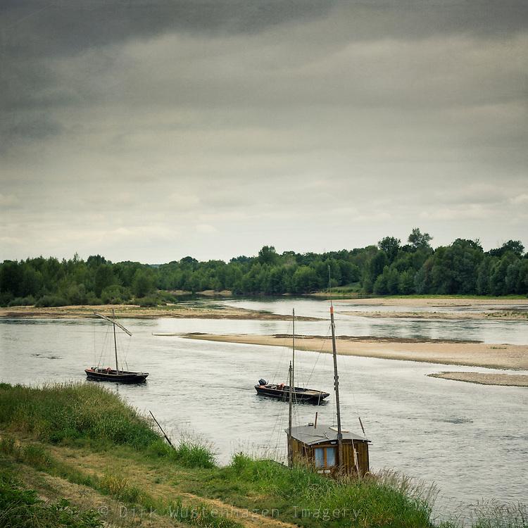 Boote und Sandbänke auf der Loire bei Chaumont-sur-Loire, Frankreich, Centre, Chaumont