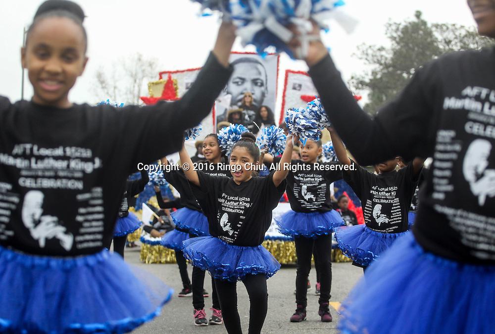 1月18日,在美国洛杉矶,小孩子参加马丁&middot;路德&middot;金日纪念游行时跳舞。當天,洛杉矶举行了第31届马丁&middot;路德&middot;金日纪念游行。这是南加州最大的马丁&middot;路德&middot;金日纪念活动,今年的主题是&ldquo;我们的工作尚未完成&rdquo;。新华社发 (赵汉荣摄)<br /> A group of young dancers parade down in the 31st annual Kingdom Day Parade in Los Angeles, the United States, on Monday Jan. 18, 2016. The parade is Southern California's largest Martin Luther King Jr. Day observance. The theme of this year's parade was ``Our Work is Not Yet Done.''  (Xinhua/Zhao Hanrong)(Photo by Ringo Chiu/PHOTOFORMULA.com)<br /> <br /> Usage Notes: This content is intended for editorial use only. For other uses, additional clearances may be required.