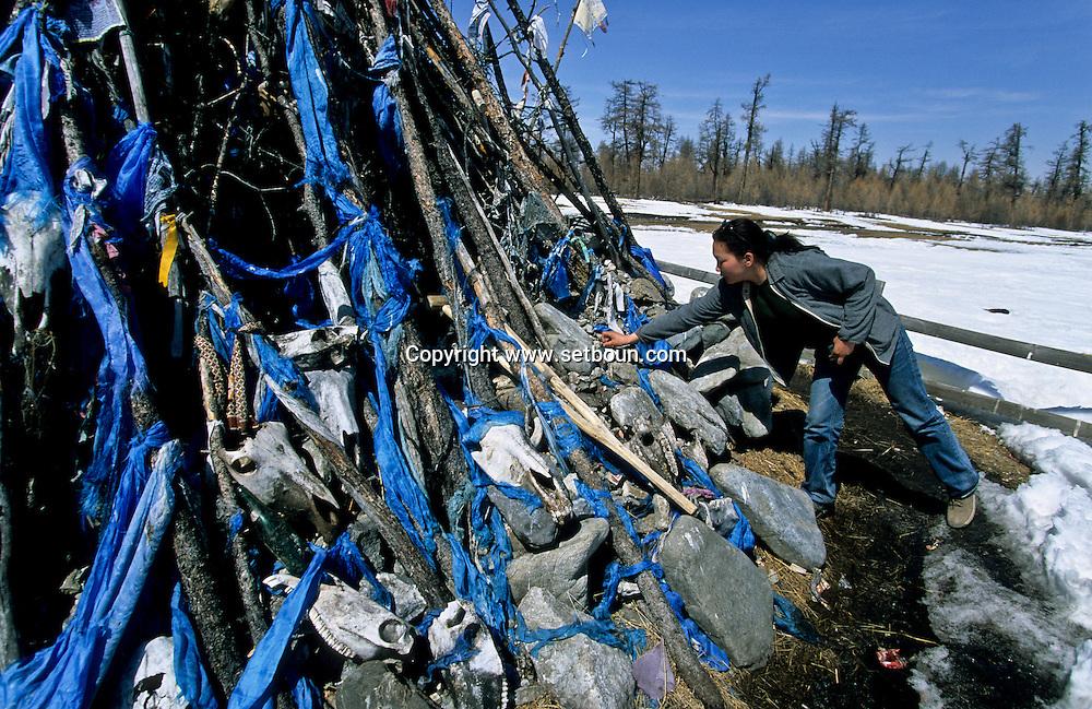 Mongolia. Ovo, ( oboo) shamanist prayer place. Hovsgul province (aimak)  Hovsgul aimak       /    / Ovo (oboo) lieu de priere chamaniste et bouddhiste. dans la province de Hovsgul.au  nord a la frontiere avec la siberie  Hovsgul province de     /     L0008043  /  R20577  /  P114321