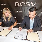 NLD/Amsterdam/20160614 - Contract ondertekening Besv e-bikes en Estavana Polman, met voorzitter Andy Su