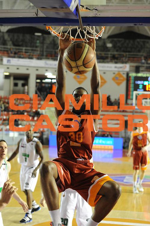 DESCRIZIONE : Roma Lega A 2011-12  Acea Virtus Roma Benetton Treviso<br /> GIOCATORE : Jarvis Varnado<br /> CATEGORIA : schiacciata<br /> SQUADRA : Acea Virtus Roma<br /> EVENTO : Campionato Lega A 2011-2012<br /> GARA : Acea Virtus Roma Benetton Treviso<br /> DATA : 01/04/2012<br /> SPORT : Pallacanestro<br /> AUTORE : Agenzia Ciamillo-Castoria/GiulioCiamillo<br /> Galleria : Lega Basket A 2011-2012<br /> Fotonotizia : Caserta Lega A 2011-12 Acea Virtus Roma Benetton Treviso<br /> Predefinita :
