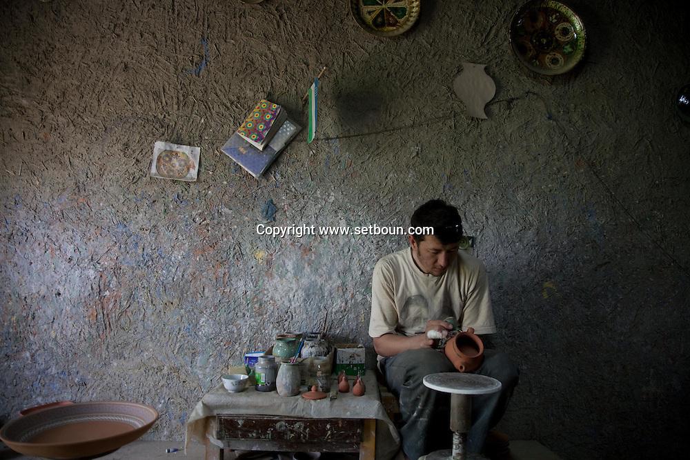 Mr Narzulaev pottery ceramics workshop near Gizduvan   BUKHARA - Uzbekistan  .///.Mr Narzulaev ceramiste pres de Gizduvan  Boukara - Ouzbekistan .///.UZB BHK 56288