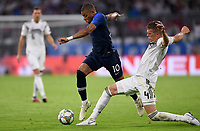 FUSSBALL UEFA Nations League in Muenchen Deutschland - Frankreich       06.09.2018 Kylian Mbappe (li, Frankreich) gegen Matthias Ginter  (re, Deutschland) --- DFB regulations prohibit any use of photographs as image sequences and/or quasi-video. ---