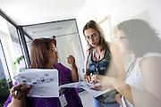 Belo Horizonte_MG, 16 de fevereiro de 2011. .PEGN / Mulheres Empreendedoras..Documentacao do Projeto 10.000 Mulheres do Banco Goldman Sachs teve inicio em 2008 e preve, em 5 anos, investir U$ 100 milhoes na formacao de mulheres empreendedoras de paises em desenvolvimento. No Brasil, a Fundacao Dom Cabral e a responsavel pelo projeto e, 500 mulheres, donas de micro e pequenos negocios foram escolhidas para o programa de gestao empresarial e estruturacao de um plano de negocios. A documentacao fotografica e feita com 5 mulheres que participa do curso em Belo Horizonte...Na foto, Rosangela das Gracas Costa Matos (Rocho), do Instituto de Beleza Zaza e Rosani Aparecida de Souza Lopes (Oculos), da empresa, Bufalo Ferramentas Ltda...Contato:..Rosangela.(31) 3434 7656.zazacostamatos@hotmail.com..Rosani.(31) 8611 0564.rosanibufalo@yahoo.com.br ..Foto: NIDIN SANCHES / NITRO