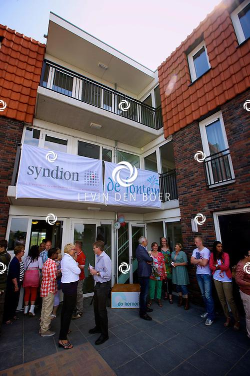 AALST - Officiële opening nieuwe woonlocatie voor twaalf verstandelijk gehandicapten in Aalst. Ouders hebben het initiatef genomen, woonstichting De Kernen zorgde voor de bouw en Syndion gaat de jongeren zorg aanbieden. FOTO LEVIN DEN BOER - PERSFOTO.NU