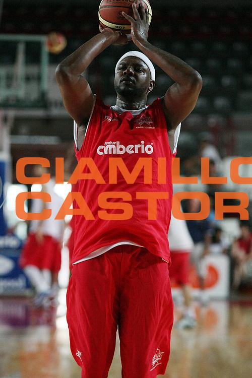 DESCRIZIONE : Varese Lega A 2009-10 Basket Cimberio Varese Raduno e primi allenamenti<br /> GIOCATORE : Ronald Slay<br /> SQUADRA : Cimberio Varese<br /> EVENTO : Campionato Lega A 2009-2010 <br /> GARA : <br /> DATA : 26/08/2009<br /> CATEGORIA : Tiro<br /> SPORT : Pallacanestro <br /> AUTORE : Agenzia Ciamillo-Castoria/G.Cottini
