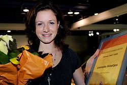 28-09-2008 VOLLEYBAL: BESTE SPELER 2007 - 2008: APELDOORN<br /> Tussen de twee wedstrijden in werd de beste speler speelster in zijn categorie gekozen / Lonneke Sloetjes, beste talent<br /> 2008-WWW.FOTOHOOGENDOORN.NL