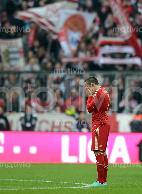 FUSSBALL   1. BUNDESLIGA  SAISON 2012/2013   11. Spieltag FC Bayern Muenchen - Eintracht Frankfurt    10.11.2012 Franck Ribery (FC Bayern Muenchen)  betet vor dem Spiel am Mittelkreis