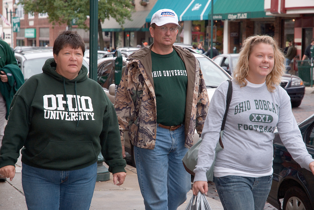 Karri Lovell with parents James and Karen. © Ohio University / Photo by Amanda Gray