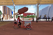 Milano 02  Maggio 2015 <br /> EXPO Milano 2015 Nutrire il pianeta -Energia per la vita<br /> Prima giorno di apertura al pubblico. Gelataio in bicicletta<br /> Milan 2 may 2015<br /> EXPO Milano 2015 Feeding the planet -Energy for life<br /> First day of opening to the public. Ice Cream Bike
