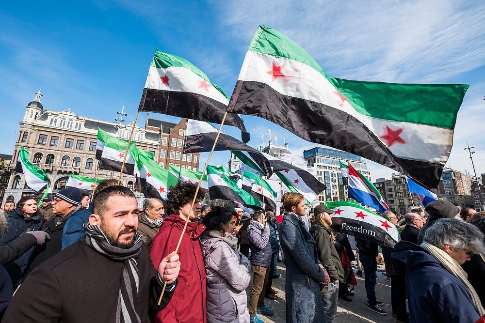 Nederland, Amsterdam, 20180318<br /> Demonstratie op de Dam in Amsterdam om steun te betuigen aan de bevolking van Oost Ghouta, Syrie, waar het leger van Assad de bevolking terroriseert met zware bombardementen. <br /> <br /> Foto: (c) Michiel Wijnbergh