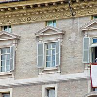 El Papa Francisco, en su acostumbrado Angelus del día domingo en la ciudad del Vaticano. Roma, Italia. Pope Francis, in his customary Sunday Angelus in the Vatican City. Rome, Italy