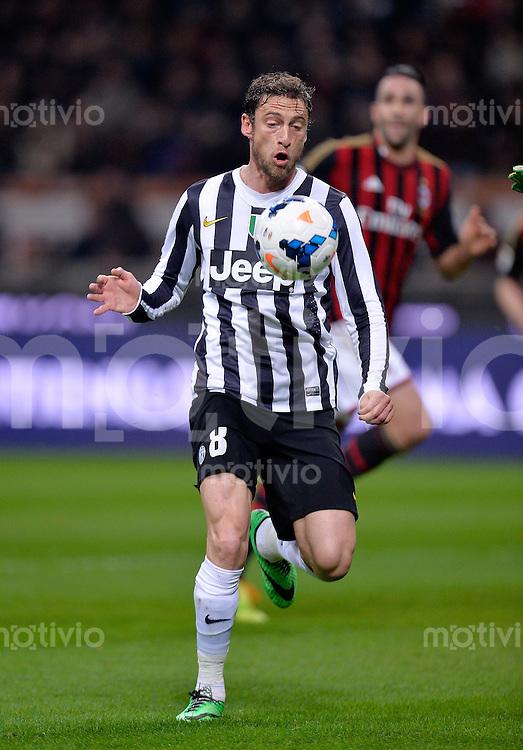 FUSSBALL INTERNATIONAL   SERIE A   26. Spieltag   SAISON 2013/2014 AC Mailand - Juventus Turin    02.03.2014 Claudio Marchisio (Juventus Turin) am Ball