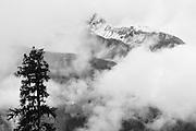 Dramatisch Bild von das Jungfraumassiv in die Wolken