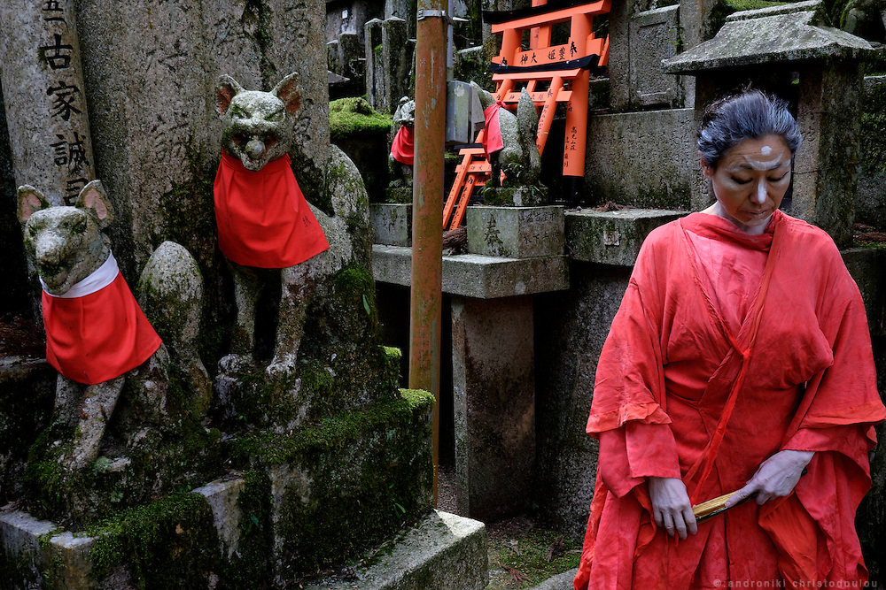 Butoh Dancer at Fushimi Inari shrine in Kyoto