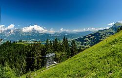 THEMENBILD - Der Blick in die Steilhang ausfahrt mit dem Panorama des Wilden Kaisers, Kitzbüheler Horn und den Seidelalmseen, aufgenommen am 26. Juni 2017, Kitzbühel, Österreich // The view into the steep slope with the panorama of the Wilder Kaiser, Kitzbüheler Horn and the Seidelalmseen at the Streif, Kitzbühel, Austria on 2017/06/26. EXPA Pictures © 2017, PhotoCredit: EXPA/ Stefan Adelsberger