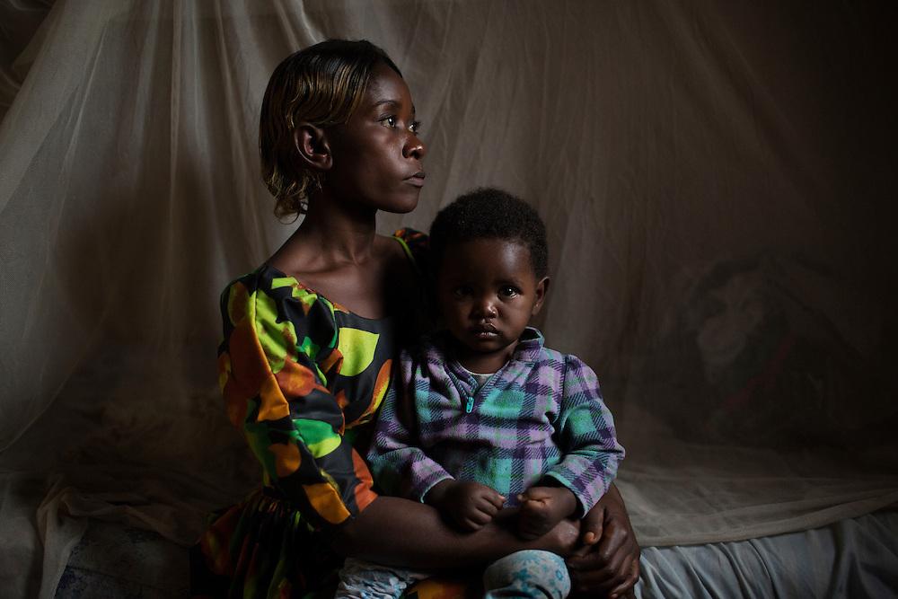 Bukavu, Congo<br /> <br /> Aziza Riziki, 14 &aring;r var sexslav &aring;t en ledare inom rebell gruppen RM, Raia Mutomboki, men lyckades fly. Hon blev v&aring;ldtagen och blev gravid och f&ouml;dde sonen Pascal 9 m&aring;nader.<br /> <br /> Photo: Niclas Hammarstr&ouml;m