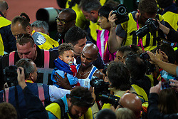 London, 2017-August-04. Mo Farah celebrates his victory in the Men's10,000m with his baby at the IAAF World Championships London 2017. Paul Davey.