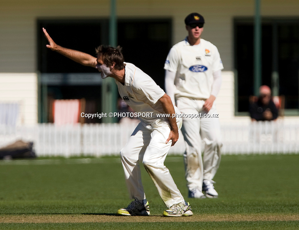 Grant Elliot appeals while bowling for Wellington. Canterbury Wizards v Wellington Firebirds, Plunket Shield Game held at Mainpower Oval, Rangiora, Wednesday 16 March 2011. Photo : Joseph Johnson / photosport.co.nz