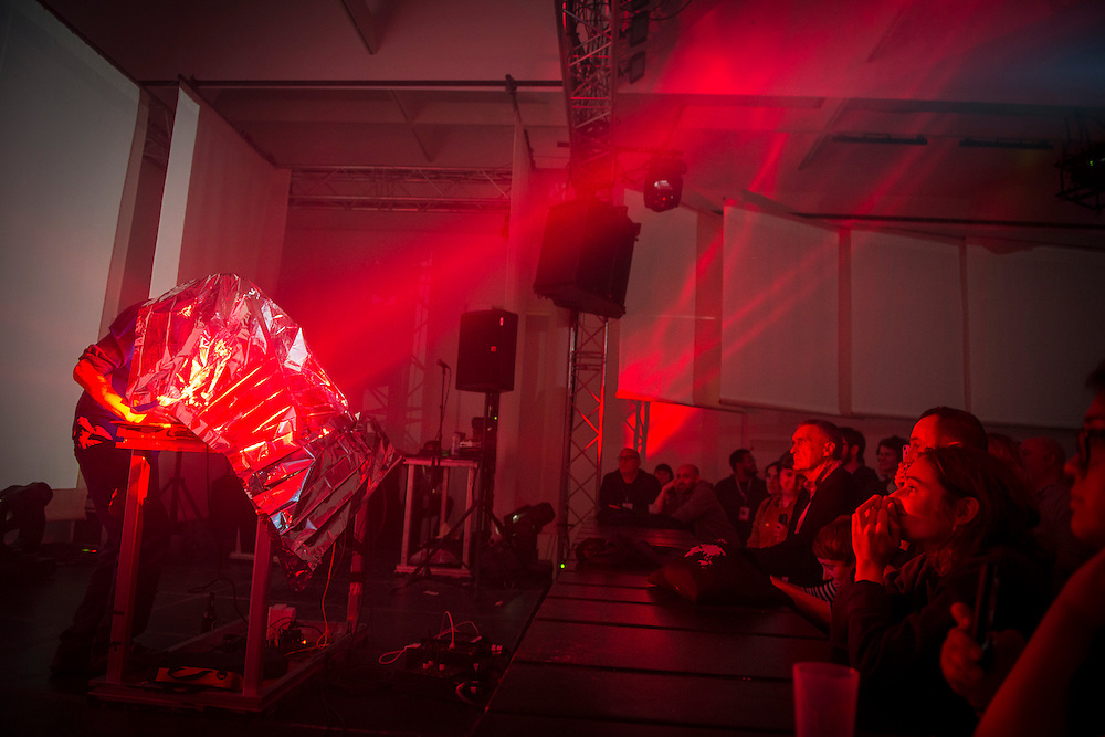 ROBERT LIPPOK (DE) <br /> DAYLIGHTASTRONOMY / OUVERTURE MAC: TOTALLY TUBULAR / MUTEK 2014