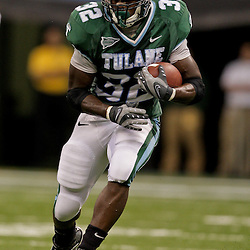 Sep 12, 2009; New Orleans, LA, USA; Tulane Green Wave running back Andre Anderson (32) runs after a catch against the BYU Cougars at the Louisiana Superdome.  BYU defeated Tulane 54-3. Mandatory Credit: Derick E. Hingle-US PRESSWIRE