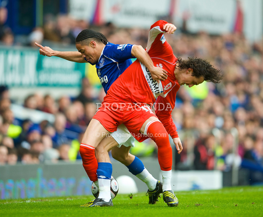 LIVERPOOL, ENGLAND - Sunday, March 8, 2009: Everton's Steven Pienaar and Middlesbrough's Tuncay Sanli during the FA Cup Quarter-Final match at Goodison Park. (Photo by David Rawcliffe/Propaganda)